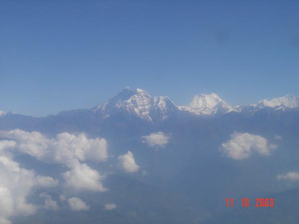 První pohledy na Himalajské osmitisícovky z okénka letadla.