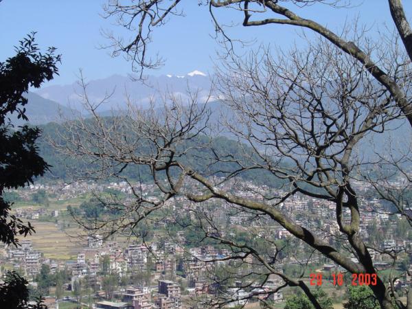 Pohled od stúpy na kathmandskou kotlinu