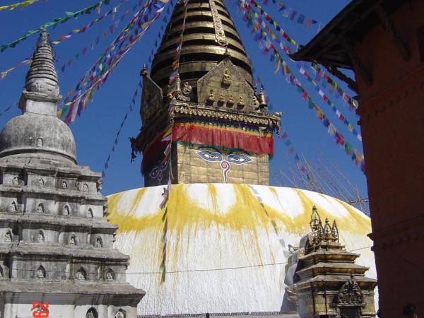 Mračící se stúpa Swayambhunath.