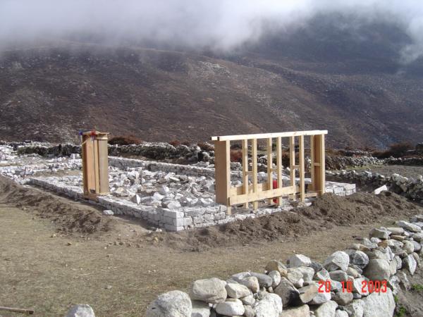 Záhájení stavby domy v Dingboche.