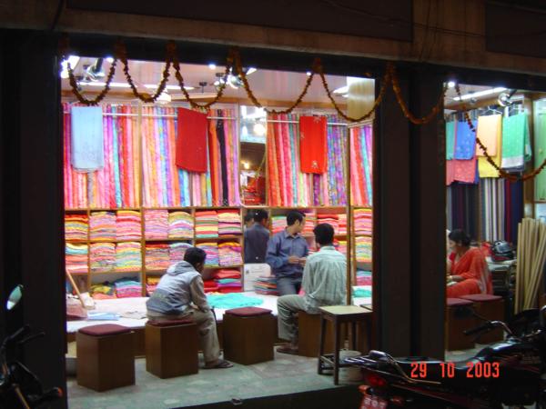 Obchod se sárí v Durbaru.