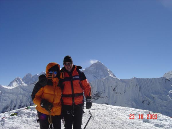 Rodinné vrcholové foto. Island Peak (Imja Tse) 6160 m.