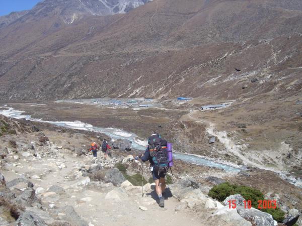 Abychom se dostali do Pheriche, musíme překročit řeku Khumbu Khola.