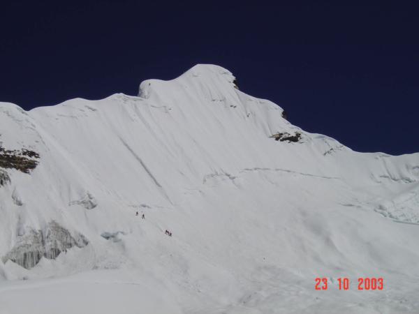Pohled zpět k vrcholu Imjatse.