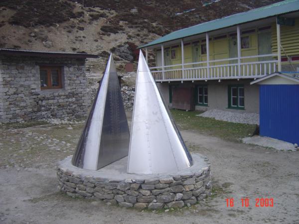 Památník obětem Everestu v Pheriche.