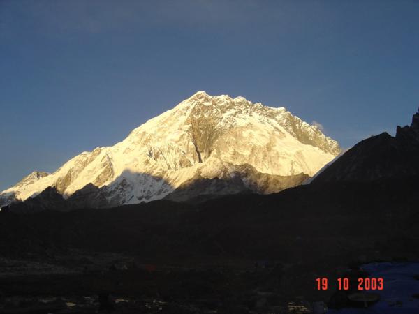 Lobuche Peak při západu slunce.