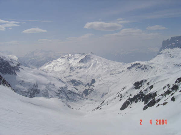 Pohled ze sedla k do údolí k Vallorcine.