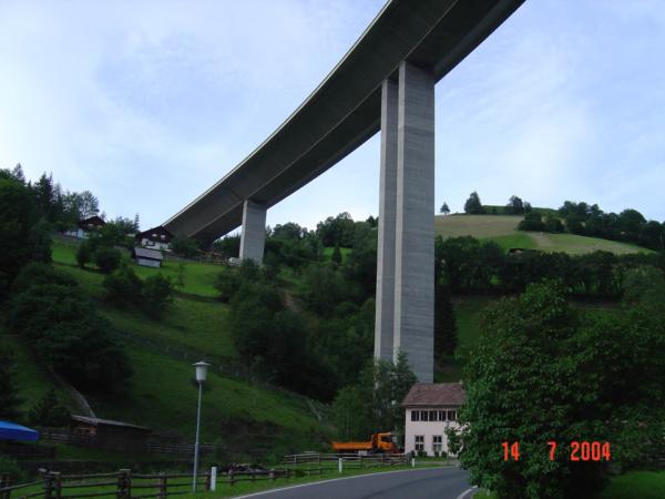 U Gmundu in Kärten podjíždíme dálnici A10 mezi Villachem a Salzburgem.