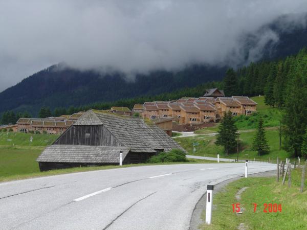 Kdesi v kopcích u Judenburgu - kolonie horských novostaveb.