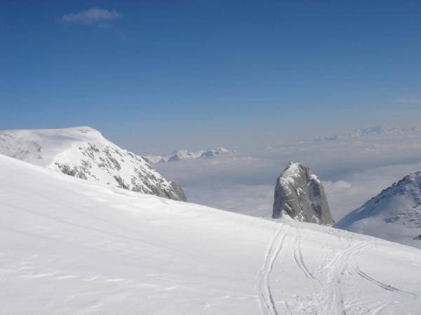 Výhledy na okolní vrcholky a Torsäule.