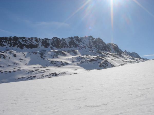 Vlevo v dáli je vidět Hochwilde Hütte.