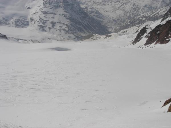 Kus k ledovci sice jedeme na lyžích,