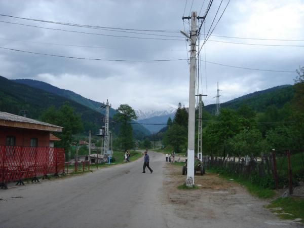 Z údolí Oltu jedeme po jižním okraji pohoří Fagaraš až do Camplungu,