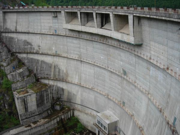 Já vyrážím na obhlídku - hráz přehrady Oasa.