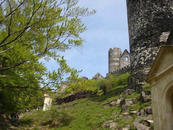 V hospodě ve vesničce Bezděz jsme poobědvali a už tlačíme kola k hradu.