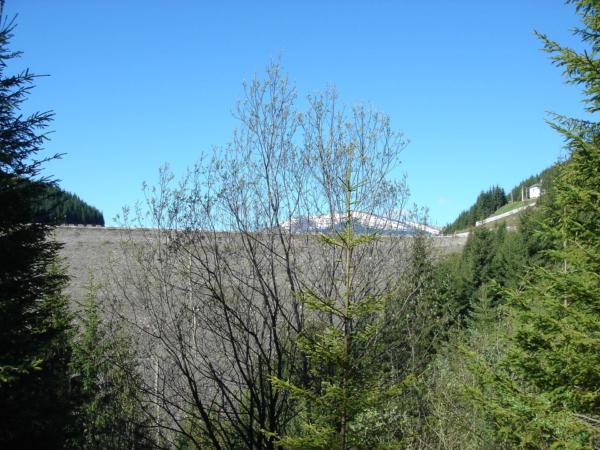 Ráno vyrážíme brzy a krátce po 7 hod jsme již u přehradní hráze.