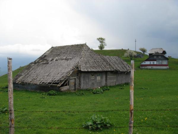 První domečky v Sirnea.