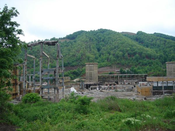 Opuštěná průmyslová zóna cestou k Alba Iulia.