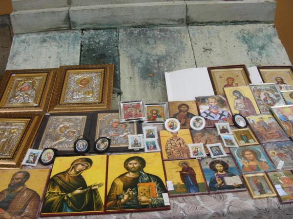 Je libo nějaké svaté obrázky?
