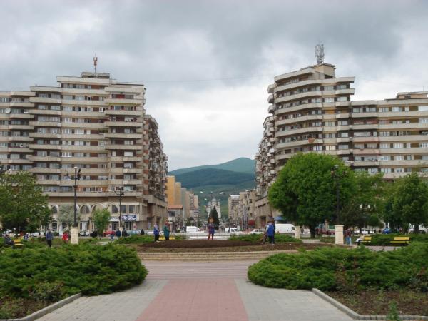 Pohled od městké pevnosti na místní pěší zónu.