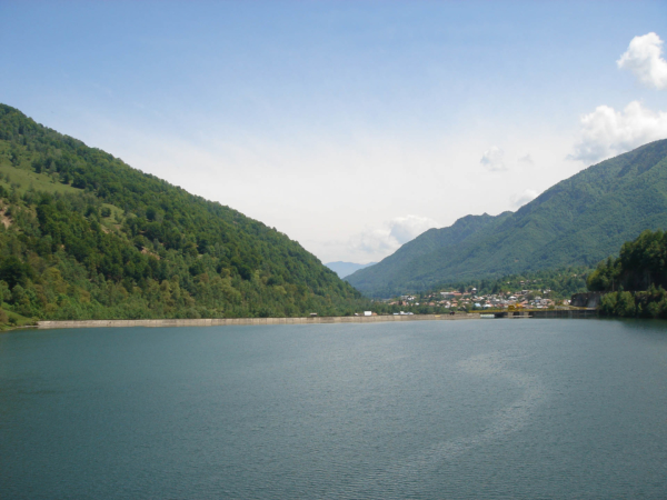 Cestou do údolí Oltu ještě míjíme přehradu Malaia na řece Lotru.