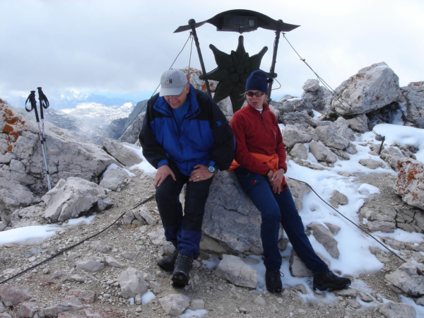 Na vrcholu Spitzmaueru - 2420m. Tomáš s Irenou si na to sedli.