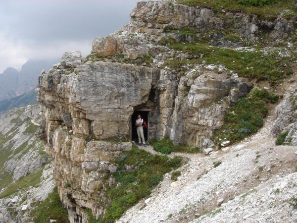 Cestou k chatě jsme šli i kousek skalní galerií.
