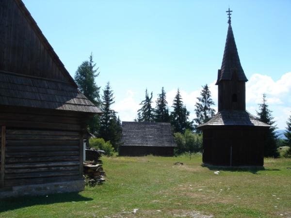 Většinou dřevěné stavby