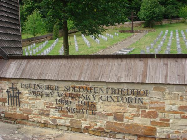 Je tu i hřbitov německých vojáků...