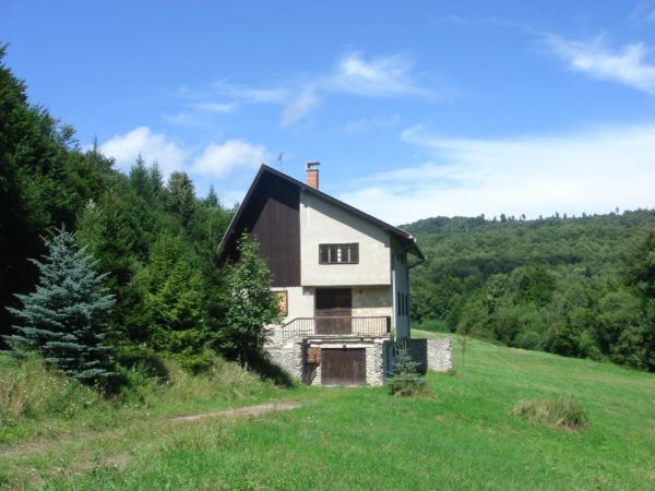 Biľakova chata asi 2 km severně od vesnice Krajná Bystrá
