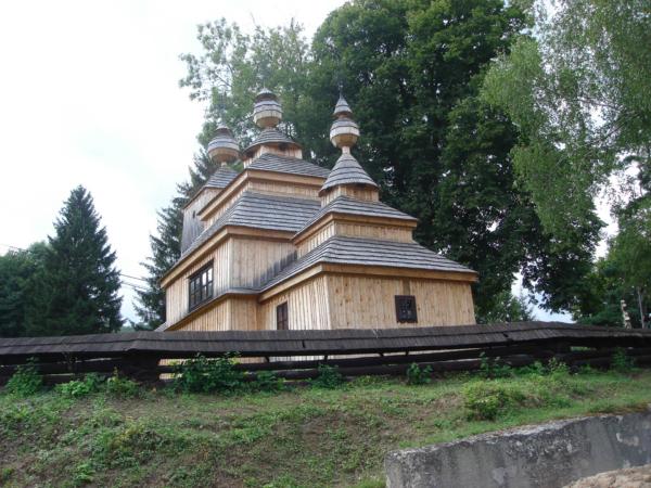 Další kostelík - pro změnu dřevěný - funglovka.