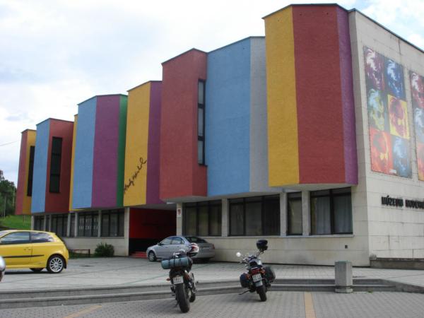 V Medzilaborcích je to lepší. Tam ma Andy Warhol pěkné muzeum.