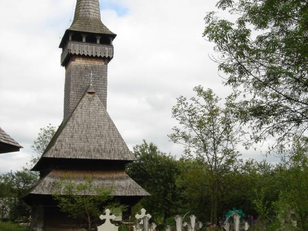 Kostelík s prastarým hřbitovem.