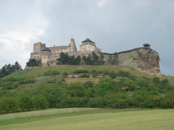 Hrad Boddogo Vara severozápadně asi 30km od Tokaje.