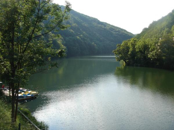 A u hotelu krásné jezero.