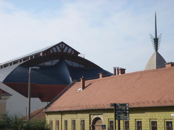 Egerská zamračená sportovní hala.