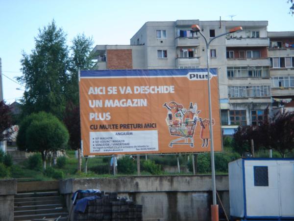 Pro přátele obchodního řetězce PLUS billboard z Baia Mare.