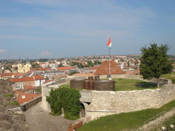 Na hradě - pohled na nádvoří a na město.
