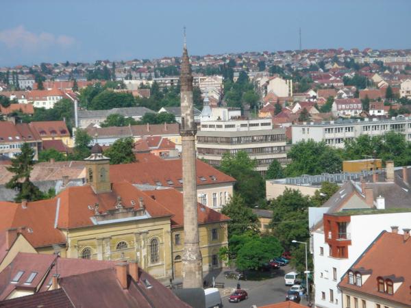 Ve městě je kromě mnoha katolických kostelů i minaret!!!