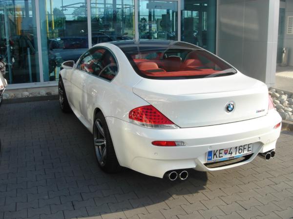 Nežijí si tu v Košicích špatně... BMW M6 pana majitele Tempusu Bavaria.