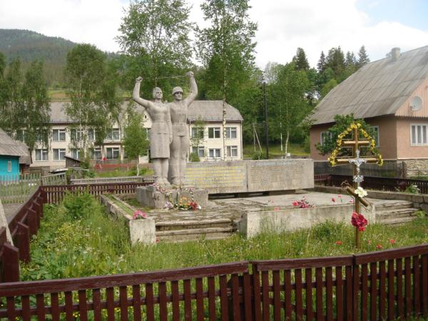 V každé vesnici byl památník vítězství či padlým.