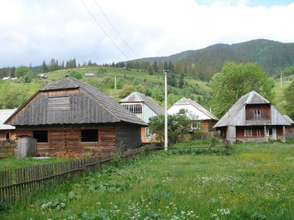 A teď pár obrázků domečků cestou do Koločavy.