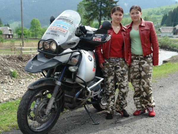 Vyfotit si dvojčata se svojí motorkou, to si Špáča prostě nenechal ujít.