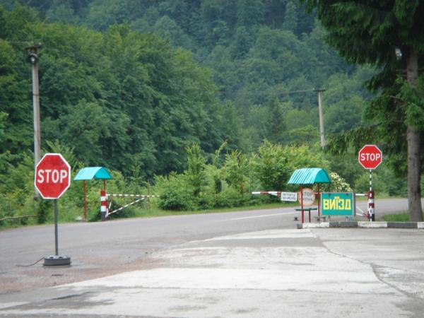 Hraniční pásmo - kontrola pasů (cca 10 km vzdušnou čarou od hranic?!)
