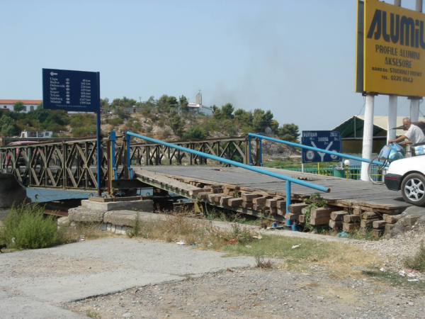 Most před Shkodërem na hlavním tahu z Černé Hory.