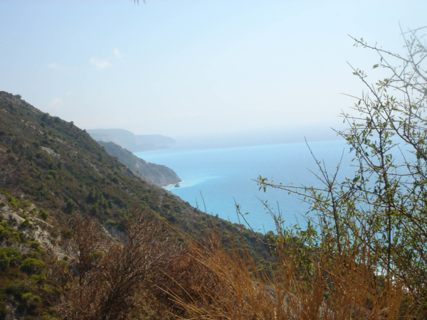 Lefkada je kopcovitá a nabízí báječné pohledy.