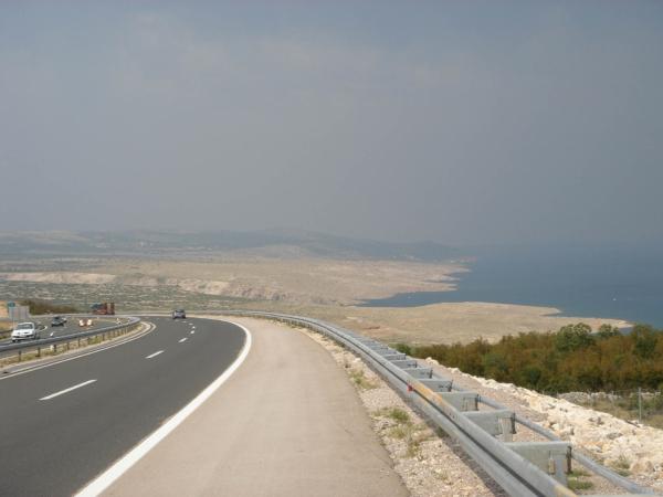 A už je moře vidět z dálnice.