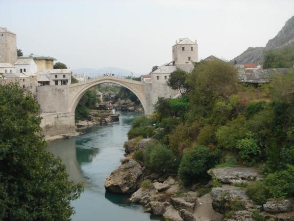 Rozloučení s mostem a řekou Neretvou.
