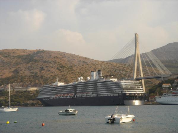 Takhle velkou loď jsem snad ještě neviděl.