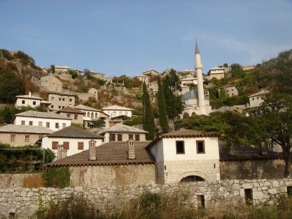 Vesnice ve svahu - cestou na jih údolím Neretvy.